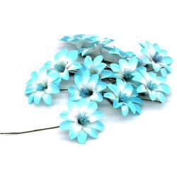 Fiore decorativo azzurro e bianco margherite