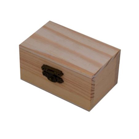 Scatola in legno naturale con il coperchio e chiusura